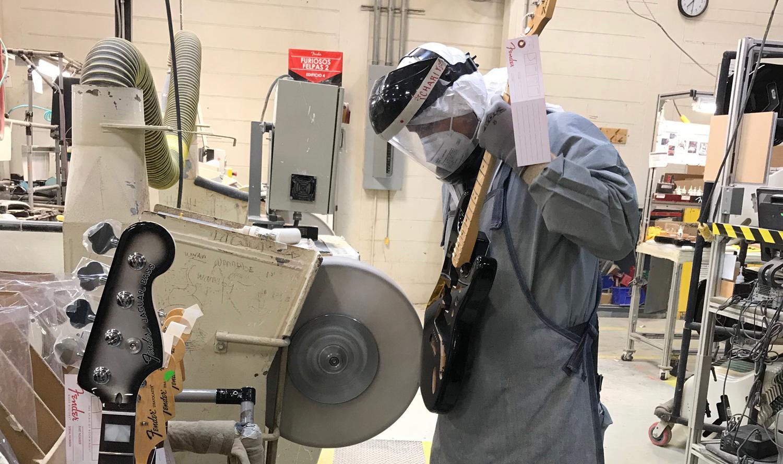 Arbetare på Fender i Mexico